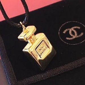 CHANEL No 5 Gold Pendant Necklace Brand New